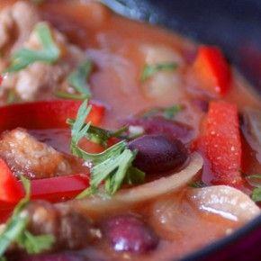 Кулинарната визитна картичка на Аржентина е сочно телешко печено на грил, вкусни, големи пелмени пържени в мас и превъзходно червено вино.