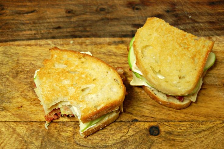 Bacon and Brie Grilled Cheese with Apple