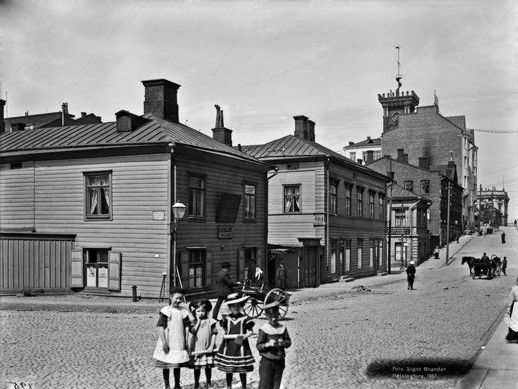 Korkeavuorenkatu 20, 22, 24.   Brander Signe HKM 1907   Helsingin kaupunginmuseo   negatiivi ja vedos, lasi paperi pahvi, mv