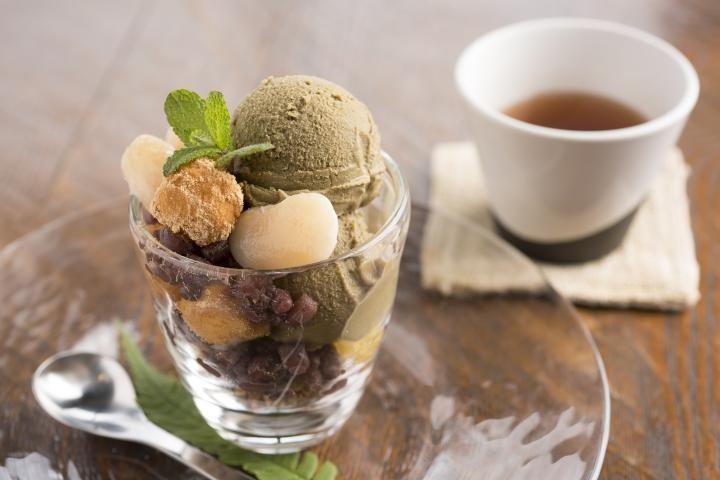 ぶどう畑の中のカフェで、濃厚なほうじ茶パフェを。福岡県うきは市で訪れたい3つのお店|ことりっぷ