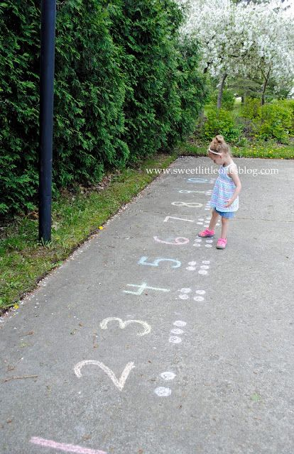 Sweet Little Ones: Sidewalk Chalk Fun: 45+ Games and Activities