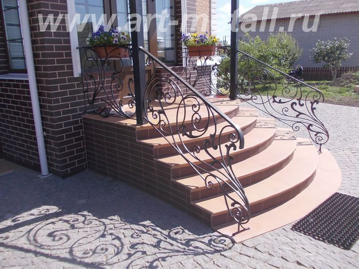 Кованое крыльцо. Кованое ограждение. Wrought-iron porch. wrought-iron railing.