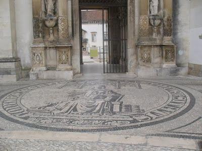 Emblema Universidade Claçada Porta Ferrea  Virtual Memories