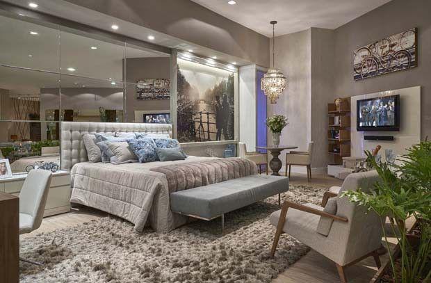 Banco aos pés da cama, tapete, cabeceira, poltrona para ler. Decora Lider BH (Foto: Jomar Braganca / divulgação )