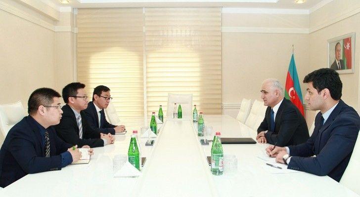 İqtisadiyyat naziri  Huawei şirkətinin vitse-prezidenti ilə görüşüb