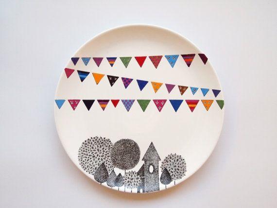 Pintar la vajilla con rotuladores especiales / Painting the dishes with special pens
