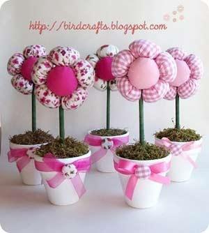 Vasetti con fiori di stoffa