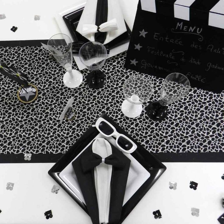Décoration de table sur le thème noir et blanc