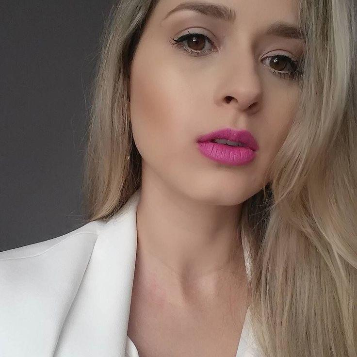 Batom Candy Yum-yum da @maccosmeticsbr pra iniciar a semana com o pé direito! Amei a fixação!  #candyyumyum lipstick from @maccosmetics to start off the weekend on the right foot! Loved the fixation!  #mua #makeupartist #makeup #beauty #beaute #beleza #skin #glow #estetica #aesthetics #cosmeticos #cosmetologia #cosmetics #cosmetology #lipstick #pink #makeupaddict #floripa