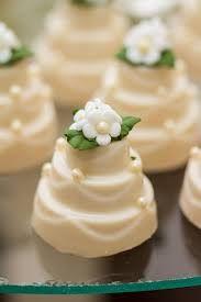 Resultado de imagem para mini bolinho decorado para casamento