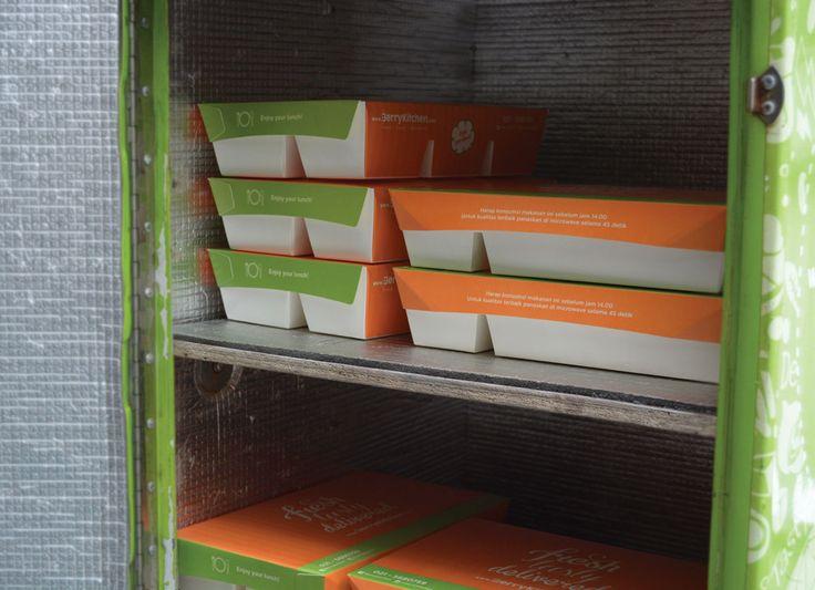 Dus Makanan Berry Kitchen ini merupakan Dus Makanan #Greenpack tipe 5C-2314, Cocok sekali digunakan untuk nasi bento, nasi campur, nasi uduk, nasi padang, dll. Untuk informasi lebih lanjut atau pemesanan dapat mengunjungi website kami di : http://www.greenpack.co.id/