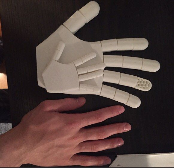 Something we liked from Instagram! One of my favorite prints it took over 48hrs to print this life size hand model with functioning fingers #tbt #tb #3dprinting #3d #3dprinter #3ddesign #makerbot #hand #prosthetics #robothand #robot #innovation #design #future #technology #graphicdesign #computergraphics #robotics #invention #invent #filament by m_custom_prints check us out: http://bit.ly/1KyLetq