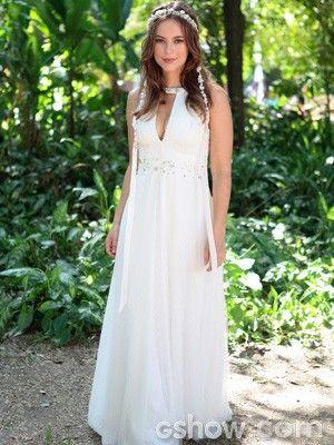 Sempre linda, Paloma se casa em um vestido longo