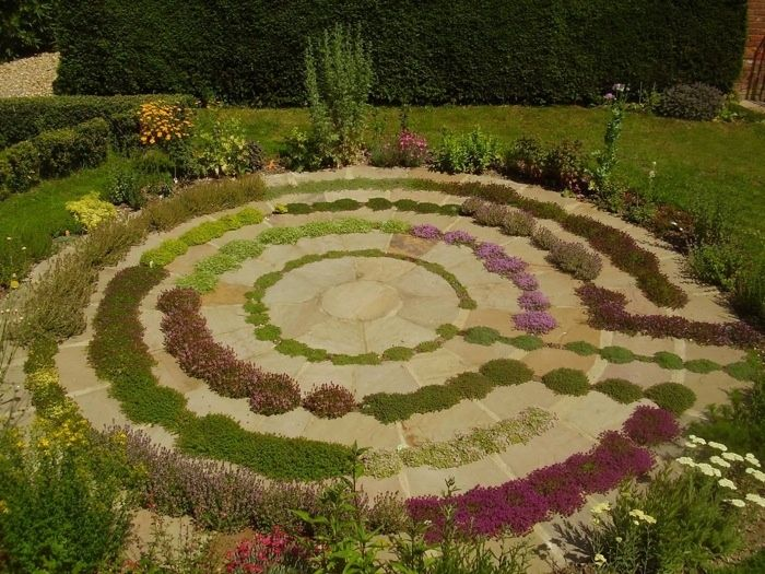 26 best images about contemplative garden spaces on pinterest for Garden maze designs