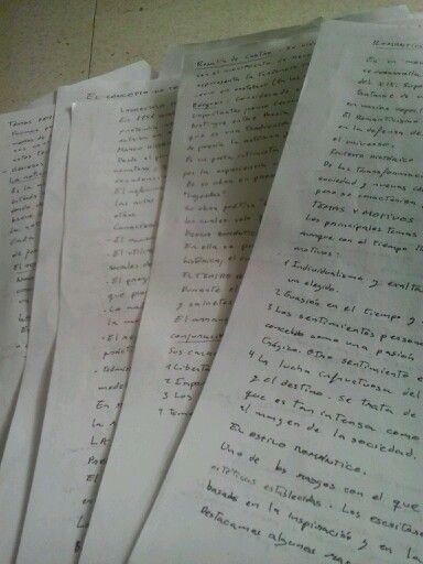 Tardes de estudio encerradas estudiando, tan solo acompañadas por los apuntes de lengua.