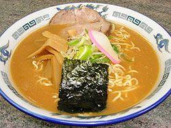 【本場旭川ラーメン】札幌で旭川ラーメンを出した最初の店です。見た目はこってりですが、飲んだらサッパリの自慢のスープです。是非食べに来て下さい。