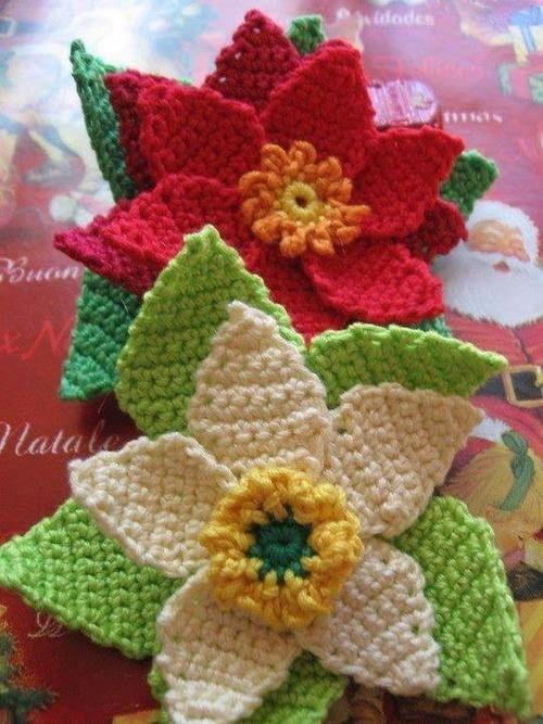 Flowers in single crochet stitch.