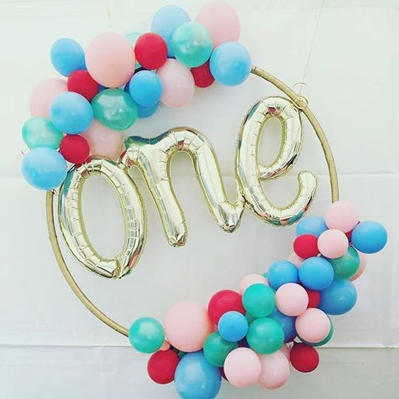 DIY One Balloon Hula Hoop Wreath from The Little Balloonery