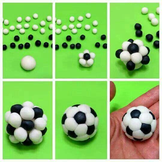 Passo a passo de como moldar uma bola de futebol.
