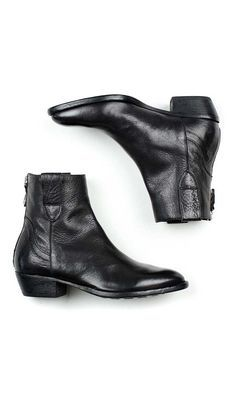Inspired by the classic boot of the 1960's, this beatle boot by MOMA for women…