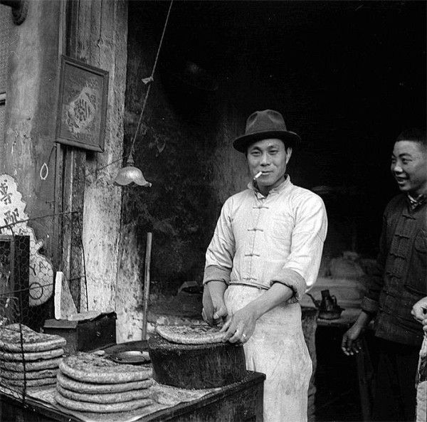 'A Baker in the streets of Shanghai- China' by Walter Arrufat, 1945