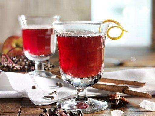 Alkoholfreier winterlicher Apfel - Holunder - Punsch - wärmt die ganze Familie auf.