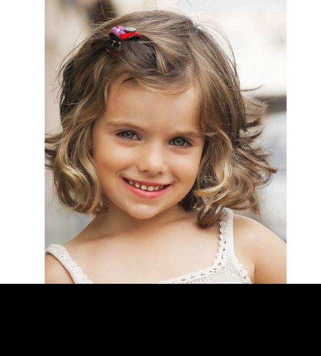 25 belles coupes pour petites filles coiffures belle et. Black Bedroom Furniture Sets. Home Design Ideas