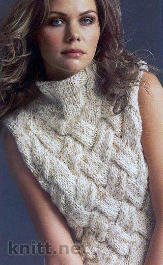 """Плотная вязка, объемный узор понравятся любительницам узора """"плетенка"""". Безрукавка связана спицами из толстой пряжи."""