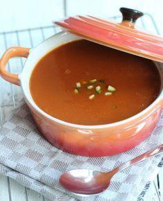 Courgette-tomatensoep. Deze lekkere combinatie van courgette en tomaten doet het altijd goed! In minder dan een half uur zet je een heerlijke soep op tafel. | flairathome.nl | #FlairNL