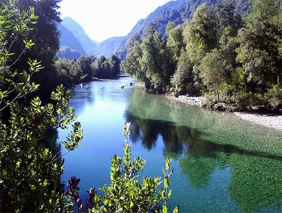 Pescando las prístinas aguas del Río Cochamo - Región de Los Lagos - Chile - Ricardo Ordoñez D.