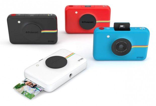 La marque Polaroid, synonyme de photos instantanément imprimés, vient de sortir un nouveau produit, Polaroid Snap, une version minimale et compacte ayant pour caractéristique d'imprimer les photos sans encre !  Effectivement le petit dernier de la marque utilise la technologie ZINK (Zero Ink). Toute la magie se trouve dans le papier, il serait doté de cristaux qu'il suffirait de chauffer pour créer des points de couleur. Seul hic de ce gadget, il est tellement minimal qu'il n'a pas…