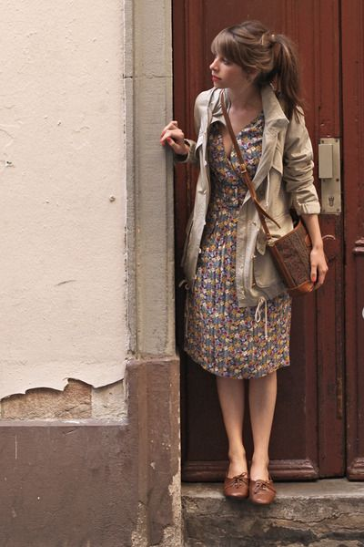 Use a small, ditzy flower print drawing on natural hues as a base to your outfit and top with a classical beige mac and brown shoes and bag combo.