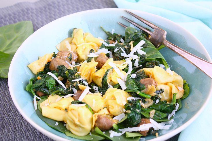 Soms ontstaan de lekkerste gerechten geheel per toeval. Precies wat er gebeurde bij deze pasta met spinazie, chipolata en paprika roomsaus.