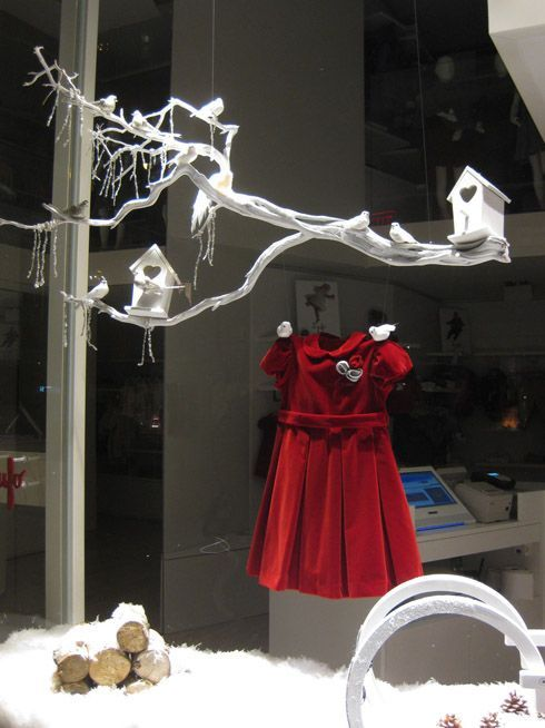 Best Christmas Window Displays | Pin by Heather Villa on Display/Merchandising | Pinterest