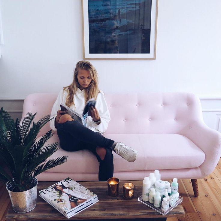 Herman mal ganz feminin. @emilielilja #sofacompany_de #danishdesign #furniture #scandinaviandesign #interiordesign #furnituredesign #nordicinspiration #retrostyle #pink #Sofa