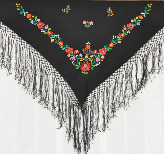 Embroidered hungarian shawl made in Matyó folk style. Handmade.