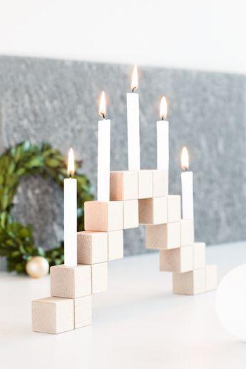 DIY Kandelaar van houten blokken in Scandinavische stijl. // via Bildschoenes