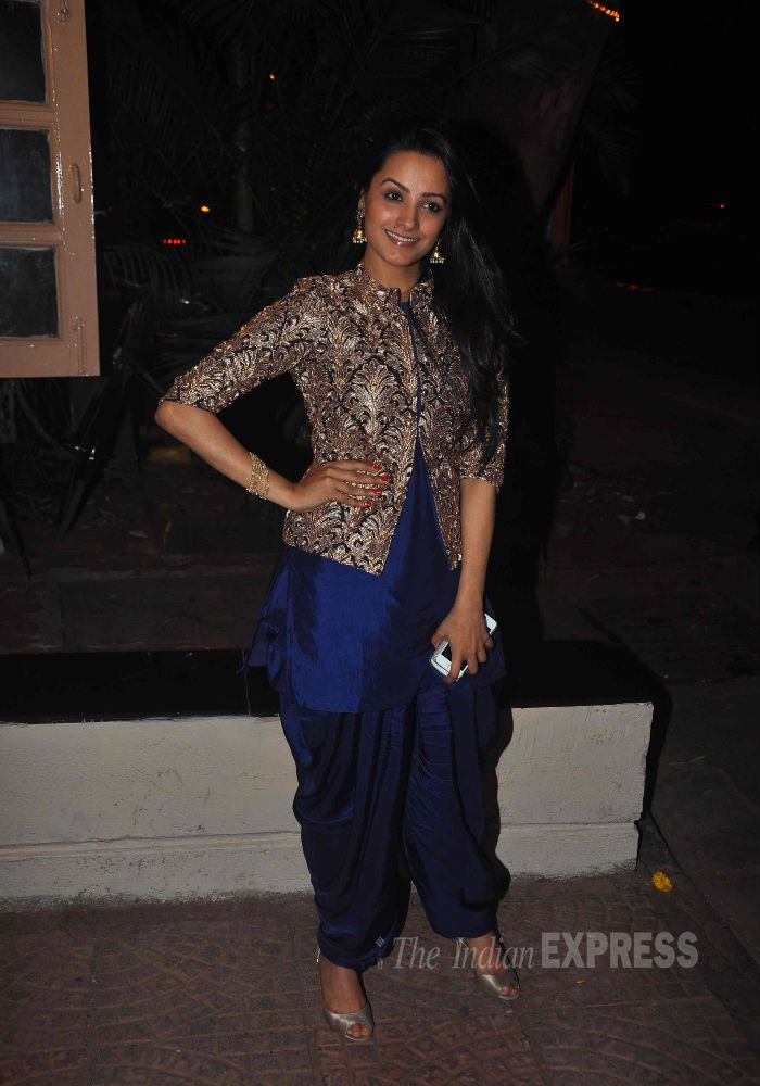 Anita Hassanandani looked pretty as she posed for the cameras at Ekta Kapoor's Diwali bash.