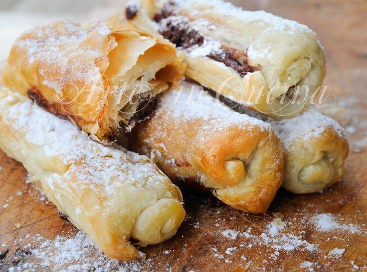 Sigari dolci di sfoglia alla nutella ricetta veloce, dolce dopo cena, idea per feste, buffet, ricetta sfiziosa, finger food dolce, piccola pasticceria, dolce per ospiti