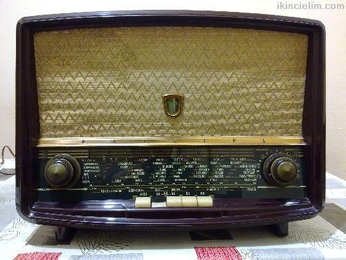 Antika Radyo Philips Marka 1958 Model Lambalı