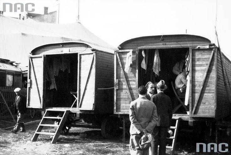 Wozy cyrkowe Braci Staniewskich w Krakowie, lipiec 1931, fot. NAC - photo 4