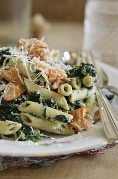 Pasta med spinat, ricotta og varmrøget laks