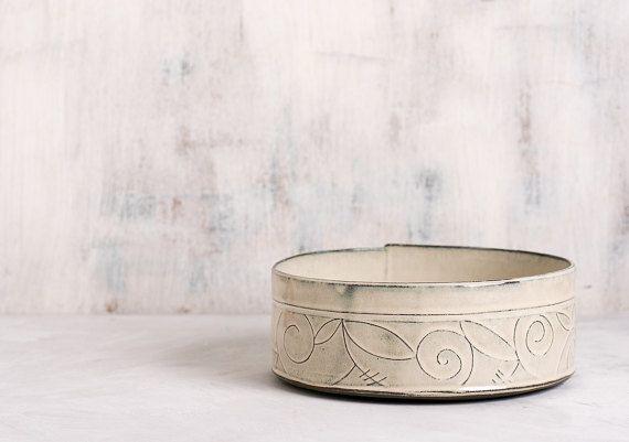 Ceramic serving Bowl / large fruit bowl / ceramic baking dish / spiral leaf pattern Serving Bowl