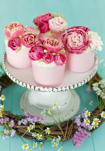 Swiss buttercream peony and english roses cupcakes by Patricia Arribálzaga