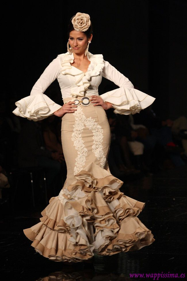 Sí, sí, sí! Es mío! Lo quiero para mí! :/ (Flamenco Fashion by Adrián González, 2013)