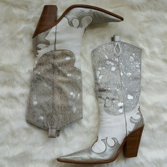 Para Raio cowgirl boots Very stylish cowgirl boots. White with silver. Wood heel. Genuine leather all over. Made in Brazil. Size 9. Great condition, gently worn few times, been in my closet for some time. Best price on the web!!! Para Raio Shoes Heeled Boots