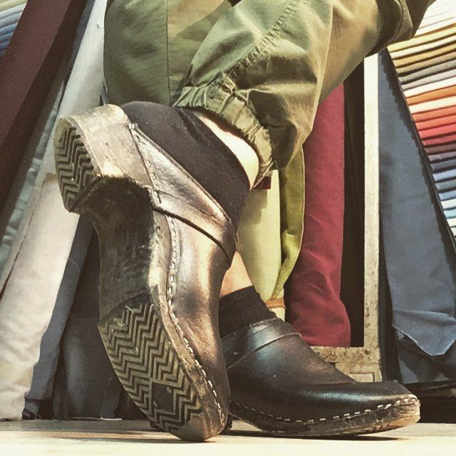 #oldclogs #schwedenclogs #swedenclogs #swedishclogs #madeinsweden #woodenshoes #truckerclogs #menstyle #ilovemyclogs #meninclogs #träskor #træsko #traeskor #clogs #zweedseklompen #shoeporn #sox #malefeet #holzschuhe #fashionshoes #fashionstyle #vintageshoes #workshop #70s #80s #casualfriday #individualstyle