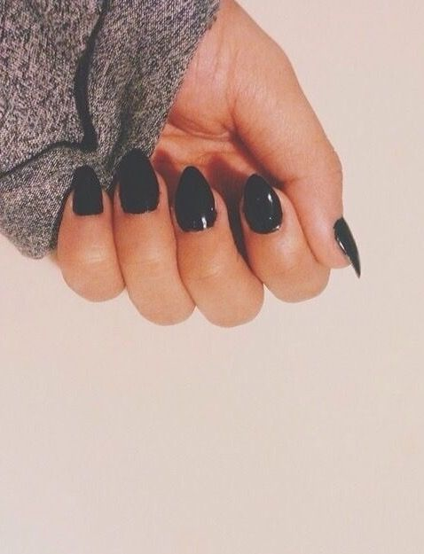 Short pointed nails