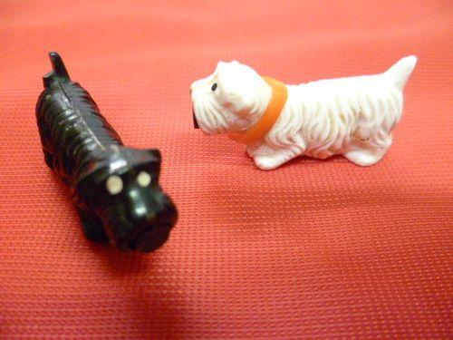 Kult aus der DDR - Originale Magnet Hunde - ein Pärchen in weiss und schwarz   eBay
