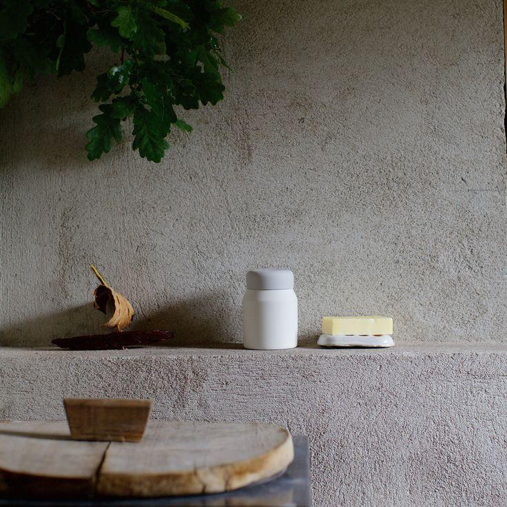Ceramic can by Saija Halko, ceramic soap coaster by Leena Kouhia Raaka/Rå